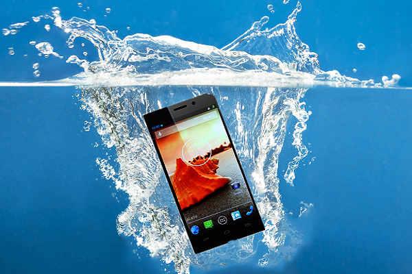 पानी में गिरे मोबाइल को ठीक कैसे करे