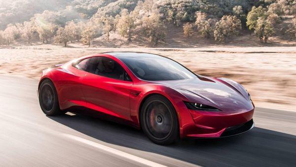 दुनिया की पहली इलेक्ट्रिक कार जो एक बार फुल चार्ज होने पर 1000 किलोमीटर चलती है